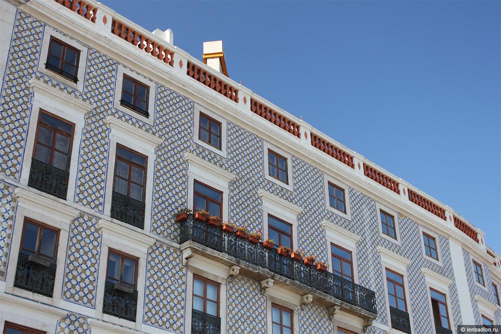 Фасад здания в Лиссабоне
