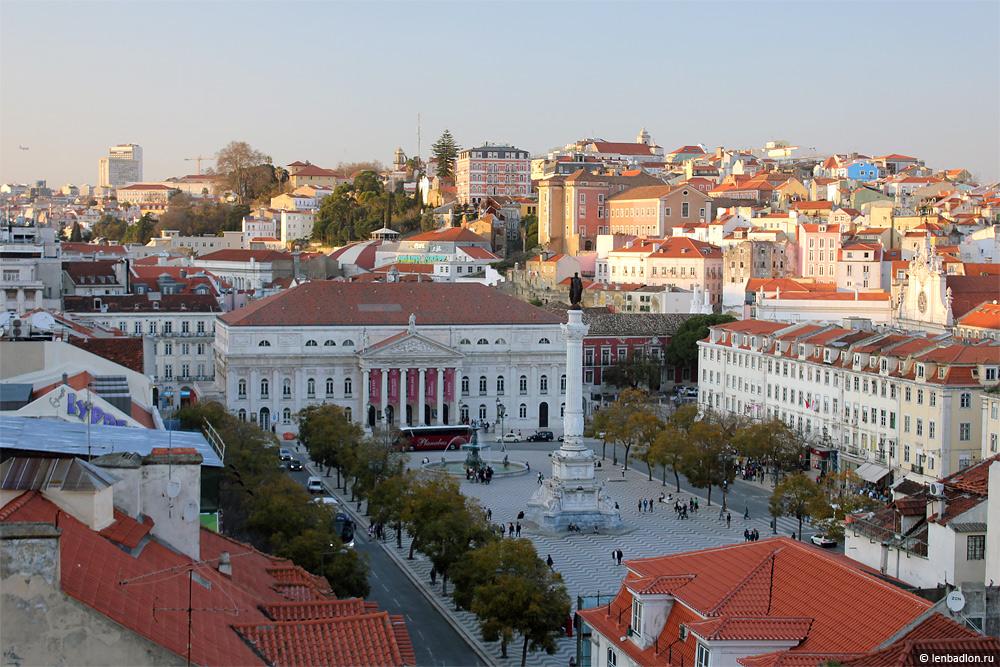 Вид на площадь Росиу