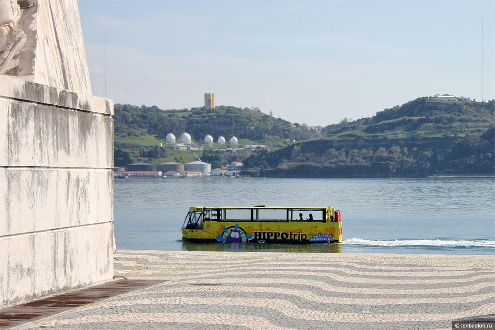 Автобус-амфибия на реке Тежу в Лиссабоне