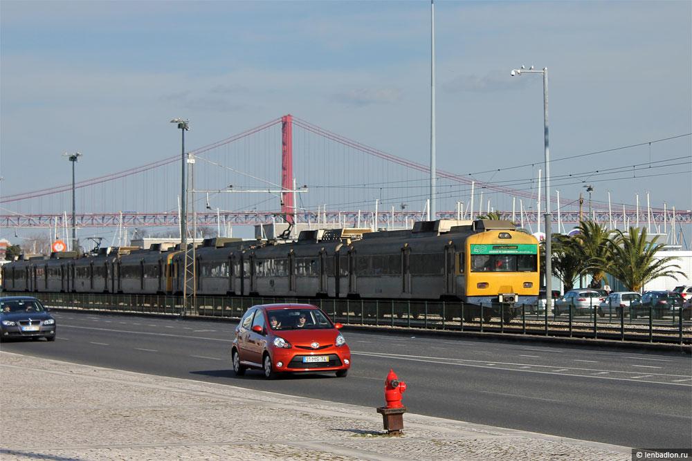 Электропоезд в Лиссабоне, Португалия