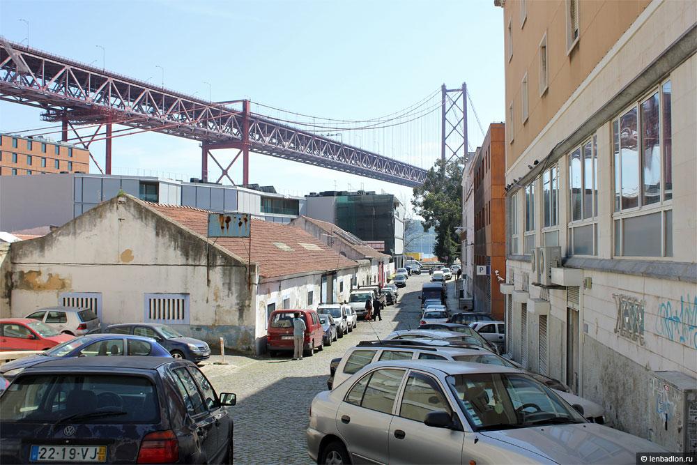 Мост имени 25 апреля в Лиссабоне