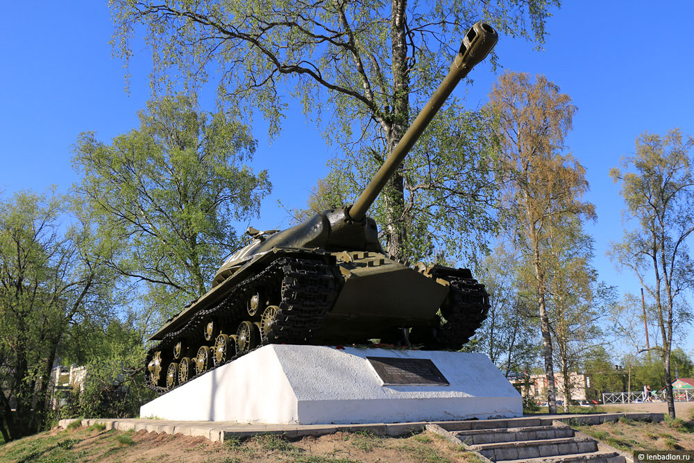 Танк ИС-3 на постаменте в Приозерске