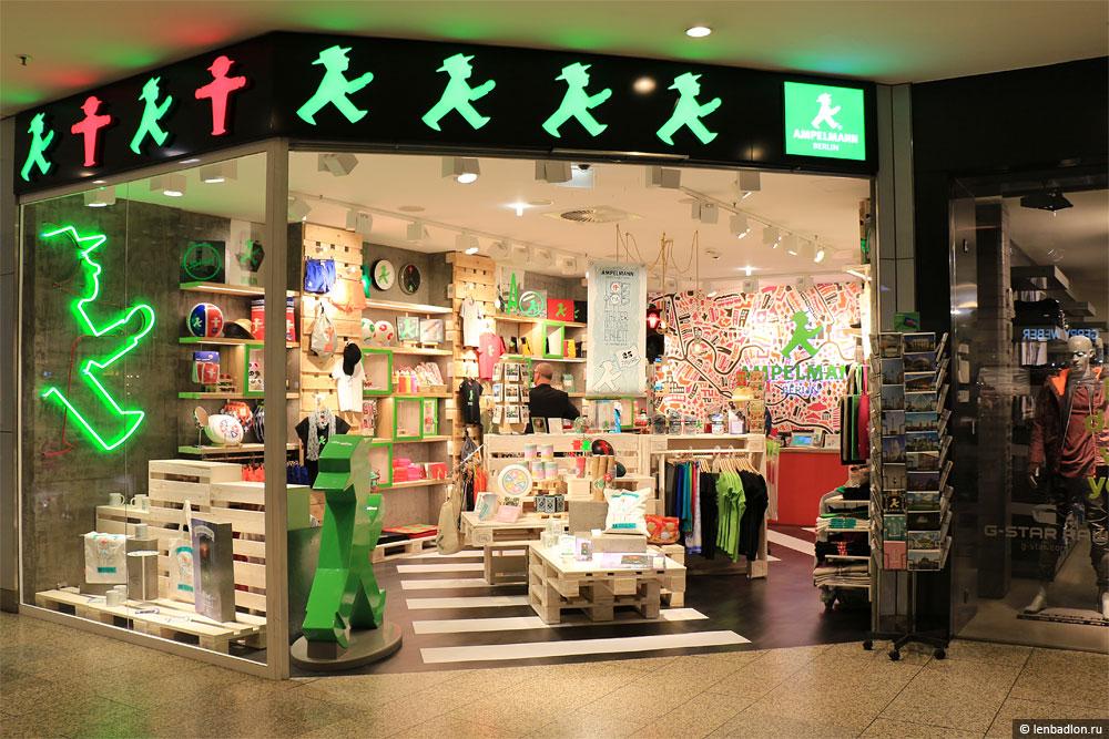 Фото магазина сувениров в Берлине