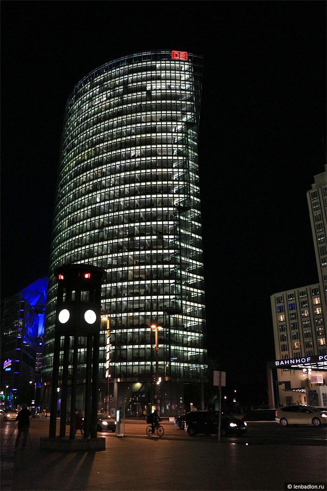 Фото высотки BahnTower в Берлине