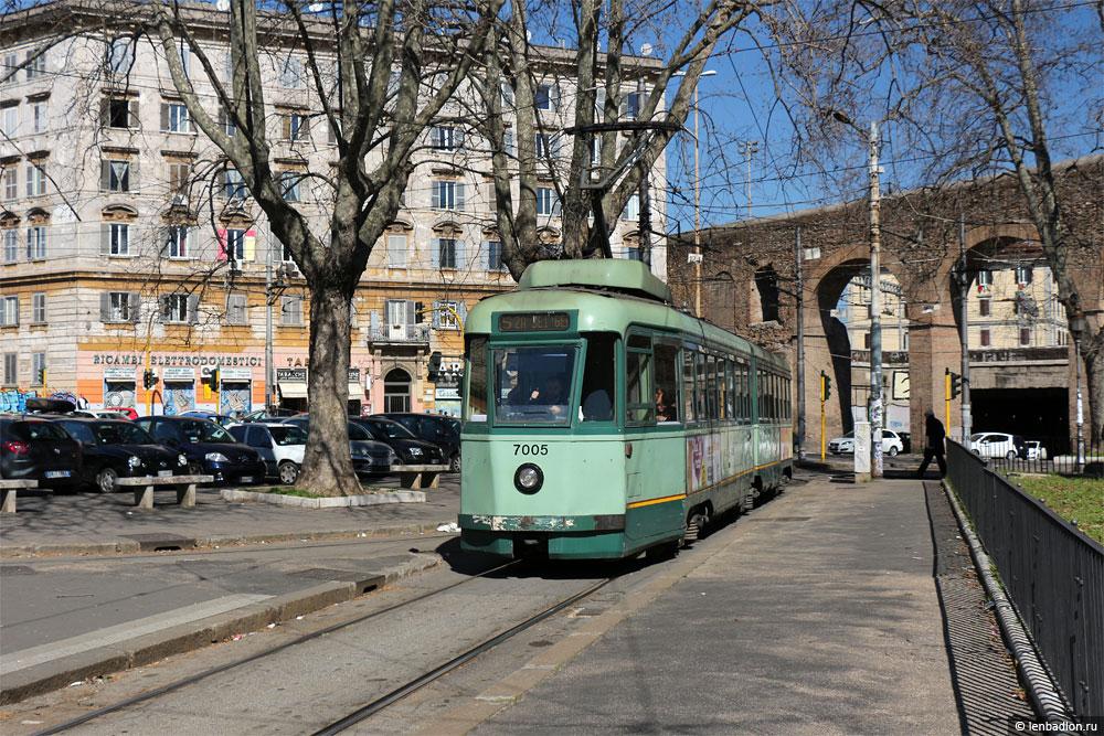Фото трамвая TAS в Риме