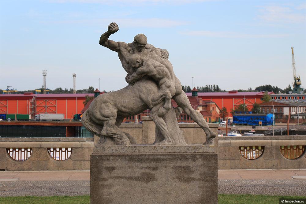 Фото скульптуры в Щецине