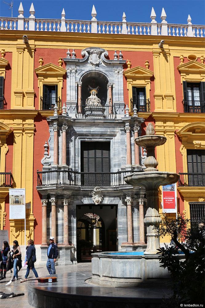 Епископский дворец в Малаге фото