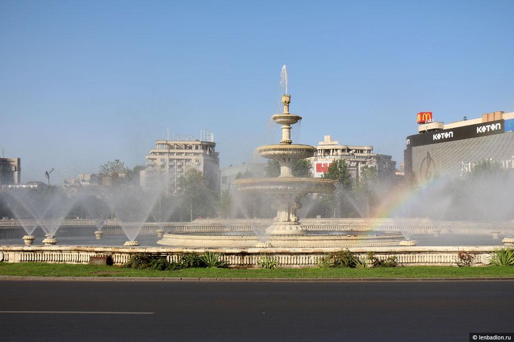 Фонтан на площади Унирии