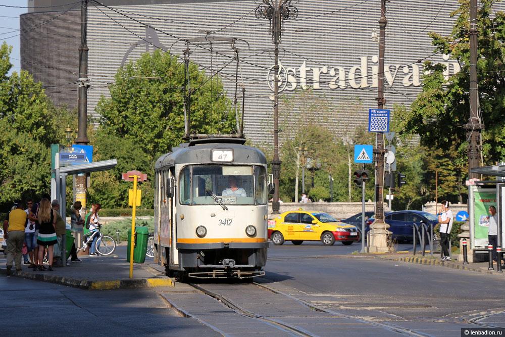 Фото трамвая Tatra T4R в Бухаресте