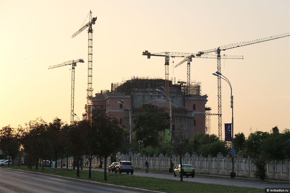 Фото строящегося собора в Бухаресте