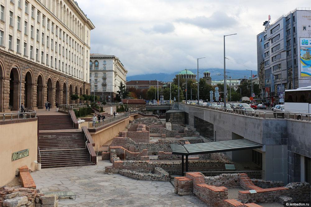 Археологические раскопки в Софии фото