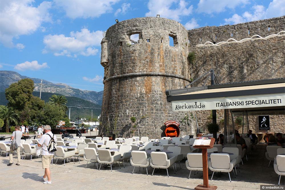 Угловая башня крепость Будва фото