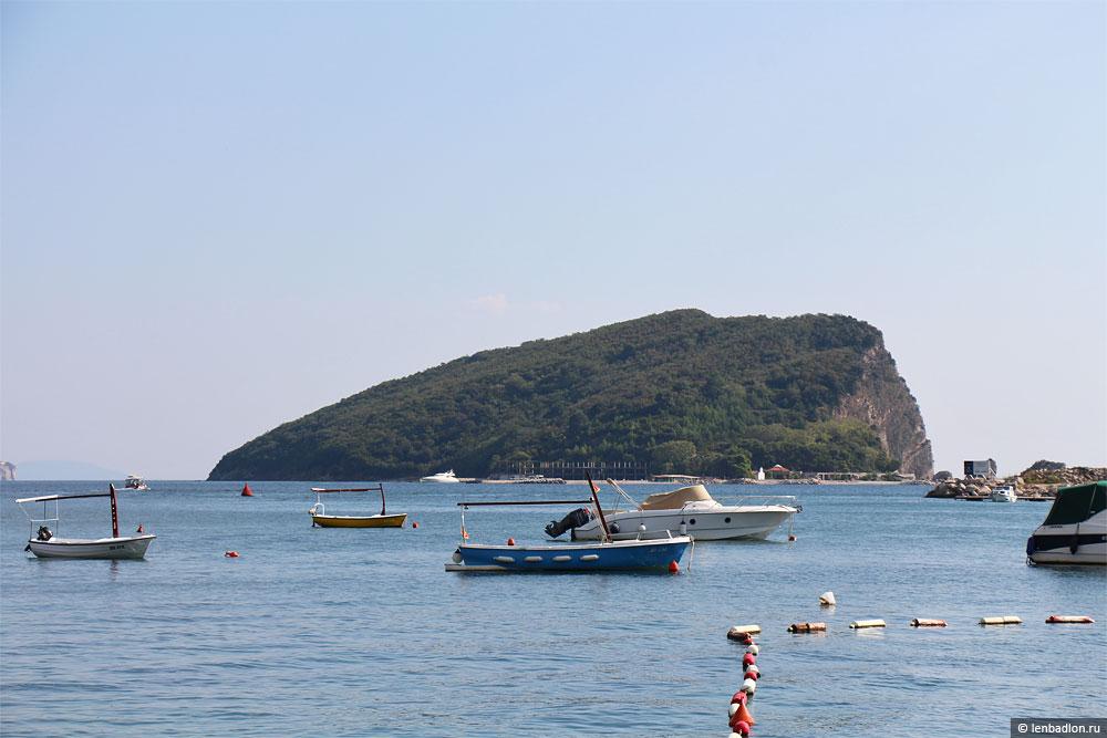 Остров святого Николая в Черногории фото