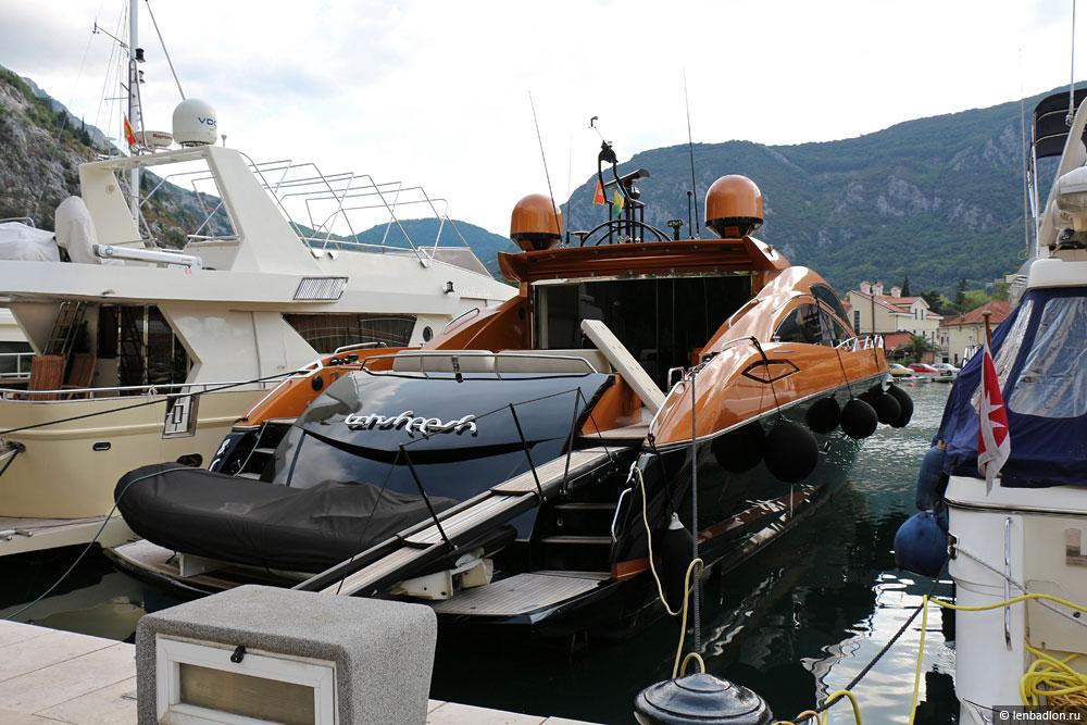 Фото яхты в Которе
