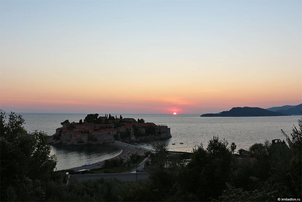 Закат над островом Свети-Стефан